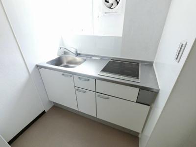 2口IHコンロのシステムキッチンです。 独立キッチンのため、ゆったりとリビングが使えます♪