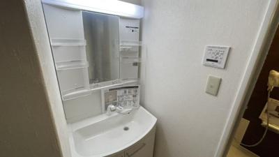 洗面台も新設しました。