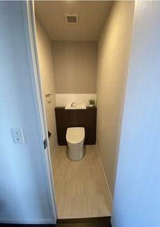 オシャレで落ちつく清潔な洗浄機能付温水シャワートイレです!