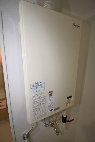 給湯器です。給湯・暖房ともに都市ガスです。