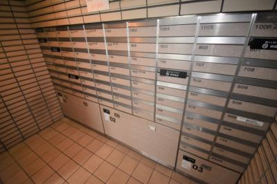 郵便受けです。宅配ボックスも完備しています。