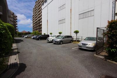 敷地内に駐車場があります