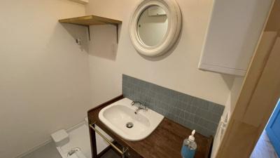 洗面台も個性あふれます!鏡がかわいい!★