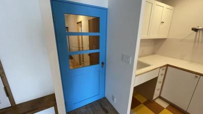珍しい鮮やかなブルーのドアが可愛い!!!