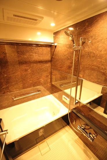 ライオンズプラザときわ台:雨の日のお洗濯ものを干すにも便利な浴室乾燥機・追い焚き機能付き浴室です!