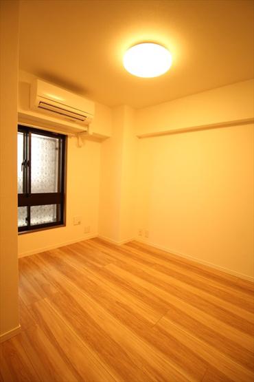 ライオンズプラザときわ台:約5.6帖の洋室にはクローゼット・窓が付いております!