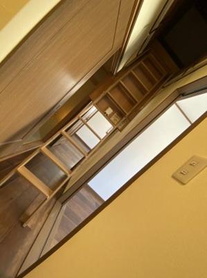 ■屋根裏収納につながる階段です