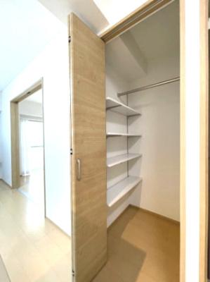 キッチン横の収納です