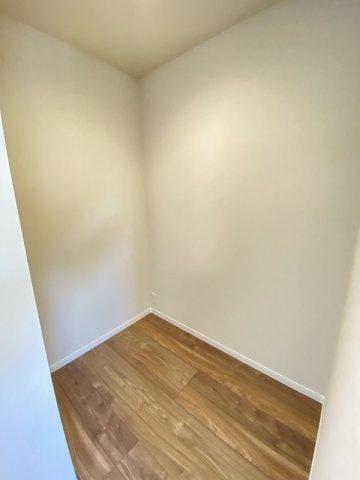 現地写真。主寝室の書斎スペースです。