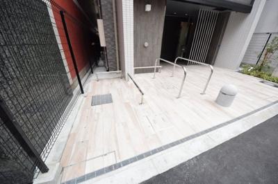 TAT LYON TIMBER TOWN バイク置場