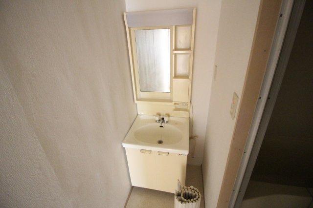 シャワー付き温水洗面台