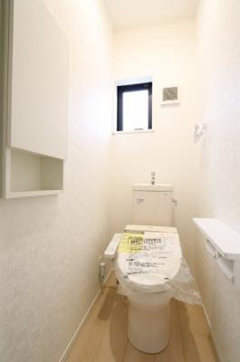落ち着いた色調のトイレです 吉川新築ナビで検索