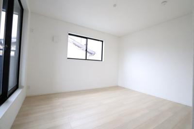 落ち着いた色調の寝室です 吉川新築ナビで検索