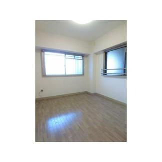 洋室6帖。こちらのお部屋は2面採光になっており、換気も十分にできそうですね!