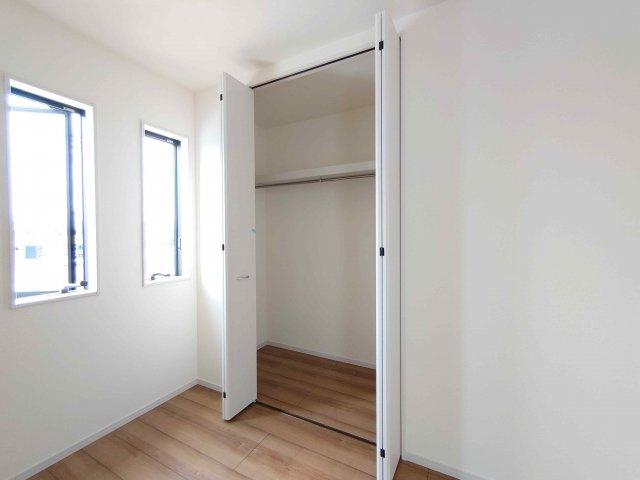 主寝室前のインナーバルコニー《 同社施工例 》現地見学や詳細は 株式会社レオホーム へお気軽にご連絡下さい。