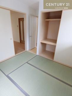 約5畳の畳の部屋は、来客時やお泊り時にも 大活躍してくれそうですね。