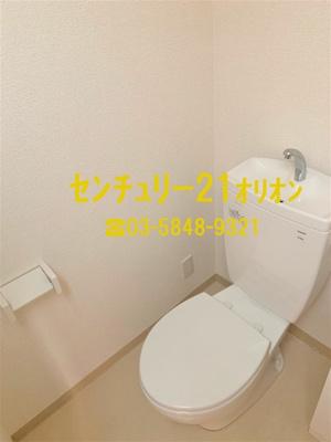 トイレ上部には棚があります