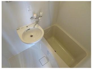 【浴室】【一棟売りアパート】市川市八幡◆駅から徒歩1分!