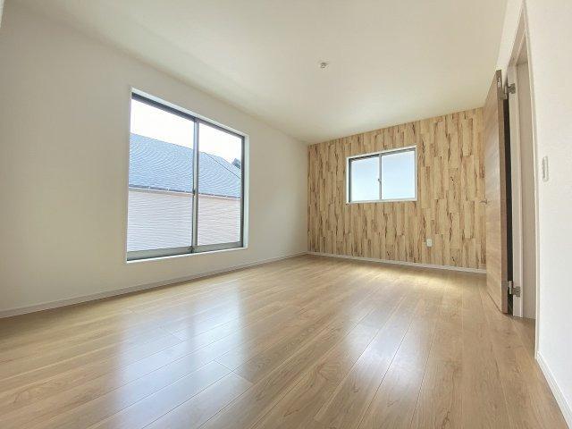 現地写真。2階主寝室です。