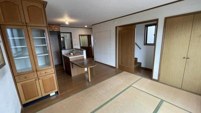 ダイニングの横に和室がある珍しい和洋のお部屋です