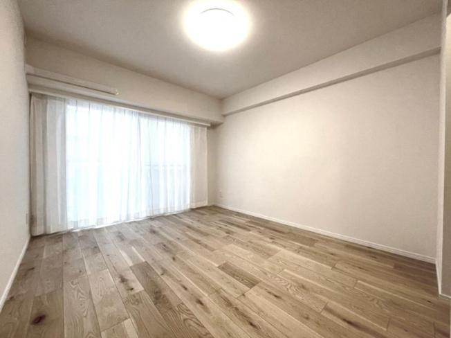 クレッセンコート浅草:約7.1帖の洋室にはウォークインクローゼット・窓が付いております!