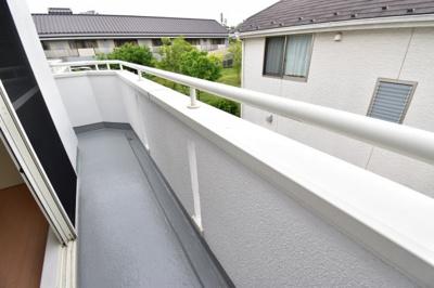 2部屋に繋がる大型バルコニーは豊かな採光と、心地よい風を部屋いっぱいに運んでくれます。