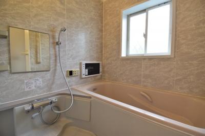 1坪タイプのバスルームはご家族皆様の疲れを癒すリラクゼーション空間。浴室TV付で優雅なバスタイムを。