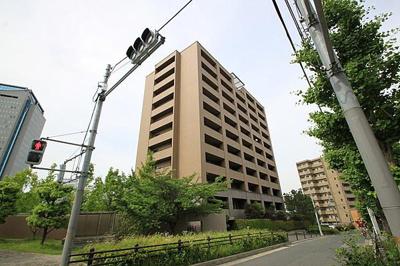 【現地写真】 鉄筋コンクリート造5階建て♪ 総戸数19戸♪