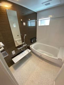 浴槽が広いのでゆったりとお湯につかれます!浴室乾燥機付きシステムバス1.25坪!!浴室床ワイパー付でお掃除も楽々♪