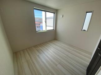 3階の洋室は2面採光で明るく使いやすい形です。
