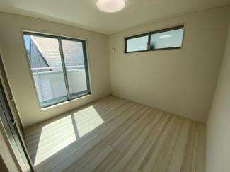 3階のバルコニー付洋室です。