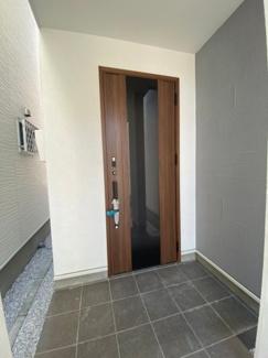 玄関ポーチは広く使いやすい玄関です。