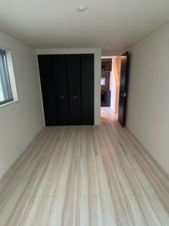 大きなクローゼットがあるのでお部屋がスッキリと使えます。