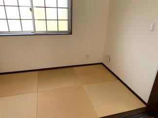こちらは畳コーナーとなっており、リビングソファーだけではなく、ゆっくるゴロゴロできるスペースとして重宝されております(^^)/