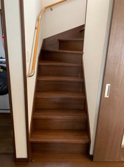 リビング階段の家。熱効率を考え、引き戸で仕切れるようになってます。