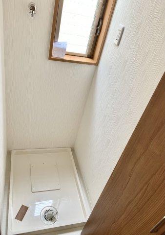 2階の洗面所の近くにランドリースペースがあります。