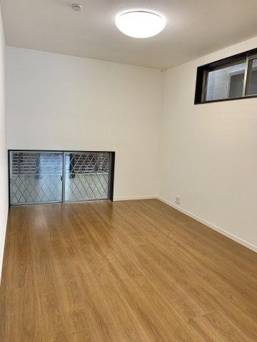 リビングに面している洋室は、来客用のスペースとしても活用していただけます。