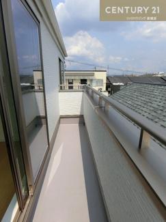 【1号棟】 3階部分のバルコニーです。 南向きで陽もよく当たります