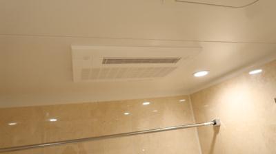 浴室換気乾燥機付きで快適です。雨や夜でも洗濯物を乾かせます。バスルームを湿気から守りカビ防止♪