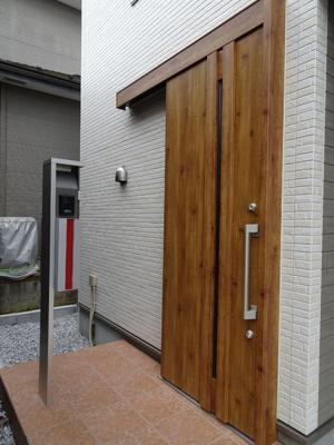 玄関ドアも美しい、グレード感のあるスペースとなっています♪