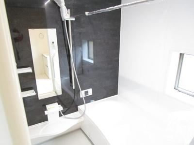 浴室はワイド浴槽のゆったり広々サイズ。毎日の疲れも癒せますね!