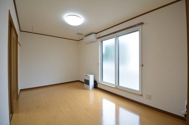 窓付きの明るいキッチン、独立キッチン