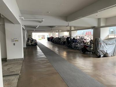 バイクも置ける駐輪スペースです。