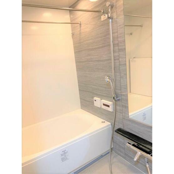高級感がある雰囲気のバスルームで、1日の疲れを癒せます ミストサウナ・浴室乾燥機つきと嬉しいポイント
