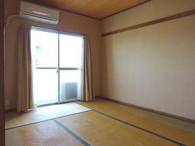 バルコニー側の和室6畳