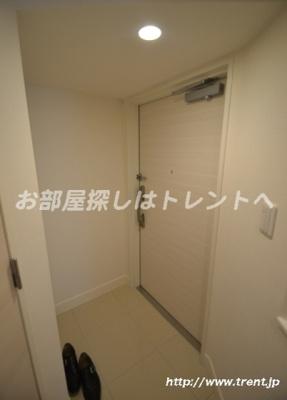 【玄関】パークリュクス新宿御苑前モノ【mono】