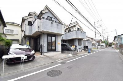 前面道路は4.5mで閑静な住宅地となります。車通りも少ないので運転が苦手な奥様も安心して駐車できます。