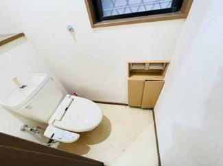 船橋市夏見 中古一戸建て 新船橋駅 収納棚・カウンター付きの便利なトイレスペースのなります!