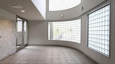 グレード感のある、エントランスホール♪モノトーンの空間が落ち着いた雰囲気です。