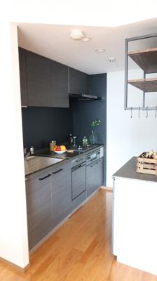 オシャレに黒を基調としたキッチンです♪